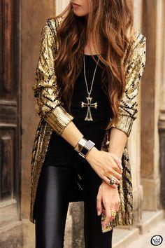 black and gold cardigan Estilo Fashion, Look Fashion, Street Fashion, Fashion Beauty, Womens Fashion, Mode Style, Style Me, Gold Cardigan, Gold Sweater