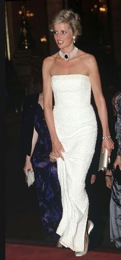 Princess Diana's 40 Most Amazing Gowns - Prinzessin Diana - # Princess Diana Dresses, Princess Diana Fashion, Lady Diana Spencer, Glamour, Princess Of Wales, Princess Margaret, Royal Fashion, British Fashion, Vogue Fashion
