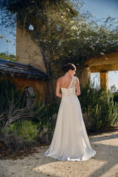 c954ee6c0 Delicate drag train in the luxurious English silk of the 'Pippa' Bertossi  Brides gown