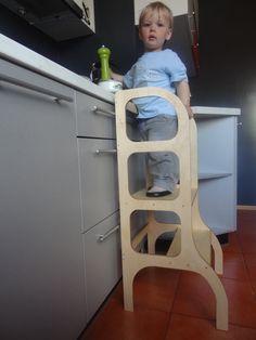 Niño pequeño banquito ayudante de cocina torre de por ettetete