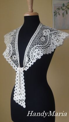 Bobbin lace collar, Russian tape lace technique Crochet Collar, Lace Collar, Crochet Lace, Moda Peru, Bobbin Lacemaking, Bobbin Lace Patterns, Point Lace, Linens And Lace, Needle Lace
