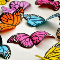 Super easy paper butterflies to decorate a room or even a classroom! - printable template included.