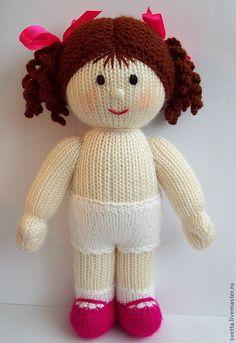 Купить или заказать Вязаная куколка с комплектом нарядов в интернет-магазине на Ярмарке Мастеров. В набор входят - кукла в трусиках, два платьица и сарафанчик. Указана стоимость всего набора. Куколка в труси…