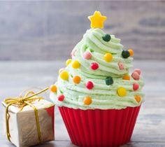 Οι γιορτινές μέρες πλησιάζουν και ψάχνουμε να βρούμε τους καλύτερους τρόπους για να φέρουμε το πνεύμα των Χριστουγέννων στο σπίτι μας. Tι καλύτερο από ένα νόστιμο cupcake με ιδιαότερο στολισμό;