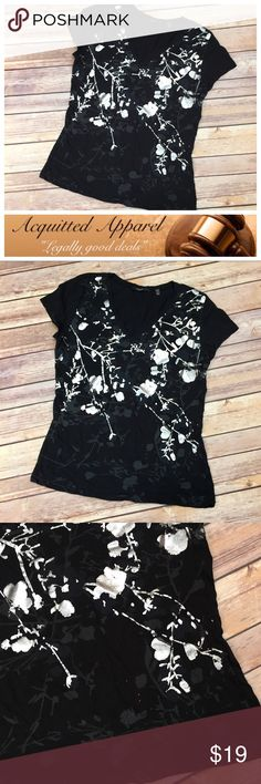 [Tahari] Silver Black And Burnt Red Tee Shirt Top Beautiful silver and black tee with burnt orange speckles. Perfect for summer or under a blazer for work. Size small. Tahari Tops Tees - Short Sleeve