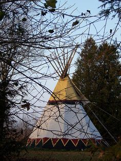 Teepee Bognor, Owen Sound Area by Owen Sound Natural Happiness Guide/, via… Native American Teepee, Native American History, American Indians, Teepee Pattern, Indian Teepee, Teepees, Native Indian, American Pride, Lodges