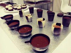 Édes catering, falatnyi édességek Chocolate Fondue, Desserts, Food, Postres, Deserts, Hoods, Meals, Dessert, Food Deserts