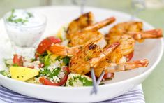 Spiesje van scampi's Fish Dishes, Main Dishes, Bbq Marinade, Grilled Roast, Weber Bbq, Weird Food, Crazy Food, Bbq Grill, Fish And Seafood