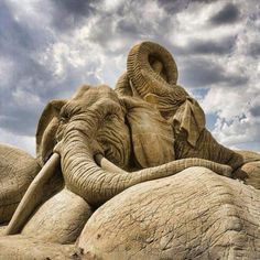 Breathtaking sand art!