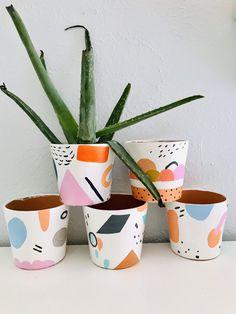 Hand painted one of a kin - Deco How to Crafts Pottery Painting, Ceramic Painting, Diy Painting, Painted Plant Pots, Painted Flower Pots, Ceramic Flower Pots, Pots D'argile, Diy Planters, Terracotta Pots