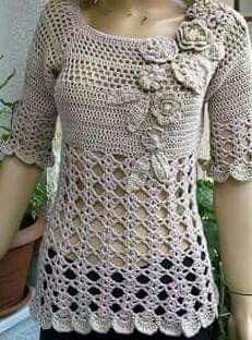 Crochet Blusas Design Crochet tunic with flower detail Crochet Jumper, Black Crochet Dress, Crochet Headband Pattern, Crochet Cardigan Pattern, Crochet Jacket, Crochet Flower Patterns, Crochet Blouse, Crochet Designs, Crochet Flowers