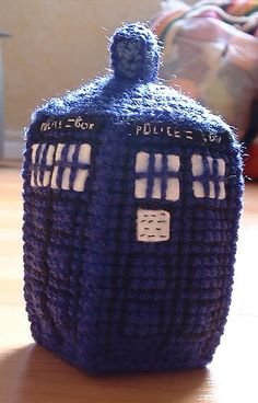 Crocheted TARDIS. (There's a free pattern!) #crochet #doctorwho