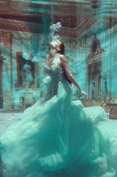 ✿ڿڰۣ Mermaids I love this image. Whenever I see it, I have to stop and look at it some more. #underwater #photography