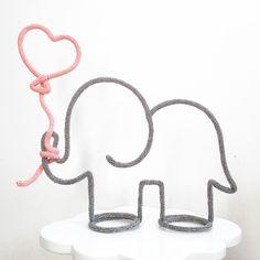 Uma elefanta não incomoda muita gente... Uma elefanta dessa apaixona muita gente❤️❤️❤️ #owlaria #tricotin orçamentos e pedidos somente via WhatsApp 11 977201566