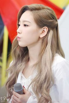 korea korean kpop idol girl group band girls generation tts SNSD Taeyeon wavy ash blonde gray grey hair hairstyles for kpopstar tutorial girls kpopstuff