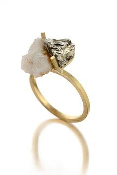 """""""Juntos"""" / ring / 18 Kt Gold, quartz and pyrite / 2011 / unique piece"""