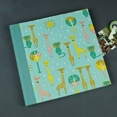 Baby Fotoalbum, großes-Fotoalbum-Löwe-und-Giraffe  green photo album with lions and giraffe