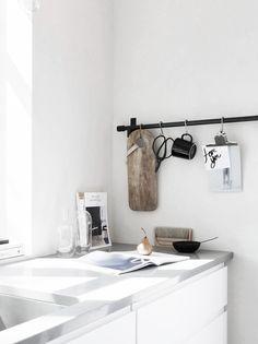 Pella Hedeby's stunning little house Diy Interior, Kitchen Interior, Kitchen Design, Natural Interior, Interior Modern, Kitchen Layout, Kitchen Ideas, Interior Design, Interior Minimalista
