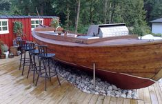 Boat bar and outdoor kitchen Boot Dekor, Bares Y Pubs, Bar Deco, Boat Furniture, Deco Marine, Outside Bars, Backyard Bar, Old Boats, Lake Cottage