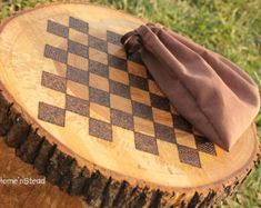 Rustic Log Checker Game Set 26 rustic checker by FunnyFarmToyBarn, (Diy Cutting Board Tree) Wood Burning Crafts, Wood Burning Patterns, Wood Burning Art, Wood Burning Projects, Easy Woodworking Projects, Wood Projects, Craft Projects, Into The Woods, Wooden Crafts