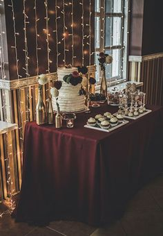 Gold and Burgundy wedding Photo: Jurgitos Dizainas Sweets: Cupcake skanėstų krautuvėlė