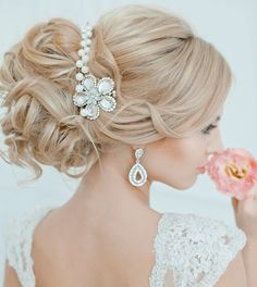 wedding updo with pretty hair accessory. #weddinghair