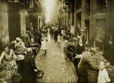 Mercado en la Calle Arc del Teatre - Archivo Cerdà - Año Cerdà