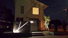 白が映える家 株式会社 大興 埼玉県Ⅰ様邸 Spectacular garden lighting by lighting professionals. Enjoy a dramatic, romantic, even mysterious scene comparing to a day time.
