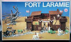 Fort Laramie. Plastic cowboy fort. Cowboy forten kwamen in verschillende uitvoeringen, ook in hout.