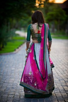 Beautiful Indian Brides- sq back and great colour combo Indian Attire, Indian Ethnic Wear, Indian Style, Indian Dresses, Indian Outfits, Beautiful Indian Brides, Desi Clothes, Indian Clothes, Desi Wear