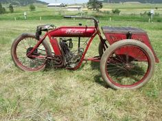 A very cool old Indian! Vintage Indian Motorcycles, Antique Motorcycles, Vintage Bikes, Indian Motorbike, Mv Agusta, Triumph Motorcycles, Ducati, Motocross, Indian Motors