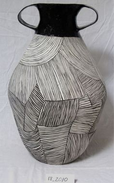 ceramic jug by Louise-Gelderblom (veniceclayartists) Ceramic Pots, Ceramic Clay, Ceramic Pottery, Pottery Art, Cerámica Ideas, Keramik Design, Sculptures Céramiques, Art Diy, Tadelakt