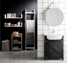 Black and white in bathroom decoration