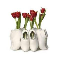 Tullips in a very special vase! Holland, Dutch Tulip, Tulips In Vase, Porcelain Ceramics, Design Elements, Vases, Windmills, Bulbs, Gymnastics