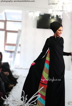 Love this simple yet colorful side panel abaya! Naseema pls custom-make me an abaya! Islamic Fashion, Muslim Fashion, Modest Fashion, Fashion Dresses, Black Abaya, Abaya Designs, Modest Wear, Turban, Beautiful Hijab