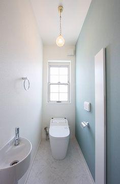 シンプル Toilet Room, New Toilet, Understairs Toilet, Toilet Tiles, Traditional Japanese House, Ideal Bathrooms, Toilet Design, Bathroom Toilets, Diy Interior