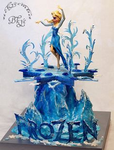 """Торт по мотивам мультфильма """"Холодное сердце"""". У меня уже был тортик на эту тему, и, в этот раз, захотелось свежего и яркого морозного волшебства Эльзы."""
