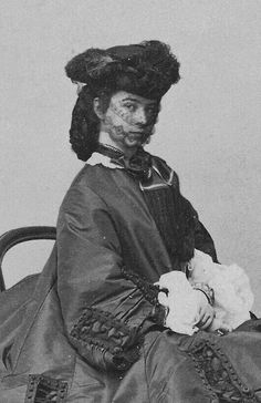 Empress Elisabeth of Austria — Empress Sissi of Austria,aged 25 (She didn t. Wilhelm Ii, Kaiser Wilhelm, Vintage Photos Women, Photos Of Women, Old Pictures, Old Photos, Austria, Die Habsburger, Empress Sissi