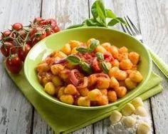 Gnocchis en sauce pimentée http://www.cuisineaz.com/recettes/gnocchis-en-sauce-pimentee-76828.aspx