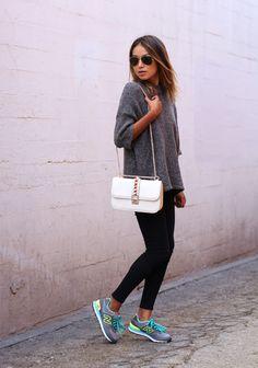 Lässig+für+jeden+Tag:+Kuschelpulli,+Leggings+und+Sneakers