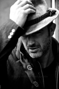 Men classy in leather hats Ny Style, Man Photography, Leather Hats, Elegant Man, Its A Mans World, Best Portraits, Mens Style Guide, Raining Men, Cool Hats
