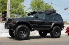 2000 Jeep Grand Cherokee. I bought it stock and built the whole thing myself. Mine looked very similar to this one except it was green and the spare tire was on the back. I miss this one too! It was car #16