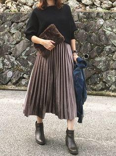 ユニクロGUじゃなくても着やすい!40代の秋コーデ | サンキュ! Fashion D, Japan Fashion, Modest Fashion, Hijab Fashion, Korean Fashion, Autumn Fashion, Fashion Outfits, Womens Fashion, Modest Dresses Casual