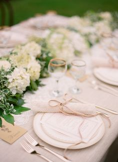 Like this pale pink table scape for an outside #beach #wedding
