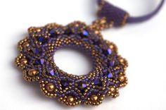 lange Kette mit großem lila  Anhänger von PrettyNett auf DaWanda.com