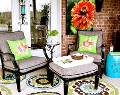 Summer porch decor: colorful rug, pillows and outdoor print - Refresh Restyle