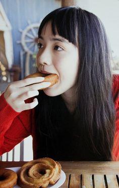 yotta1000: 小島藤子 ドーナッツになりたい。笑