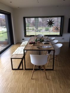 Inexpensive Home Decorating Ideas Code: 4669048360 Dining Room Table Decor, Dining Table Design, Dining Room Inspiration, Home Decor Inspiration, Home Living Room, Interior Design Living Room, Furniture Design, House Design, Decorating Ideas