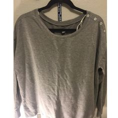 Sweater AE American Eagle Sweater / Crew. NWOT. In perfect condition. Fits true to size. Price is firm on here, cheaper on Ⓜ️. No trades. Please ask questions before purchasing. American Eagle Outfitters Tops