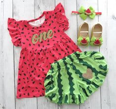 Watermelon First Birthday Outfit with shoes and bloomers/shorts -red green watermelon, one in a melon, bday outfit, summer birthday girl Watermelon First Birthday Outfit with shoes and bloomers/shorts -red green watermelon, one in a mel Baby Girl Birthday Outfit, Baby Girl First Birthday, Watermelon Birthday Parties, Summer Birthday, First Birthday Party Themes, First Birthday Outfits, Birthday Ideas For Her, Birthday Photos, Birthday Cakes